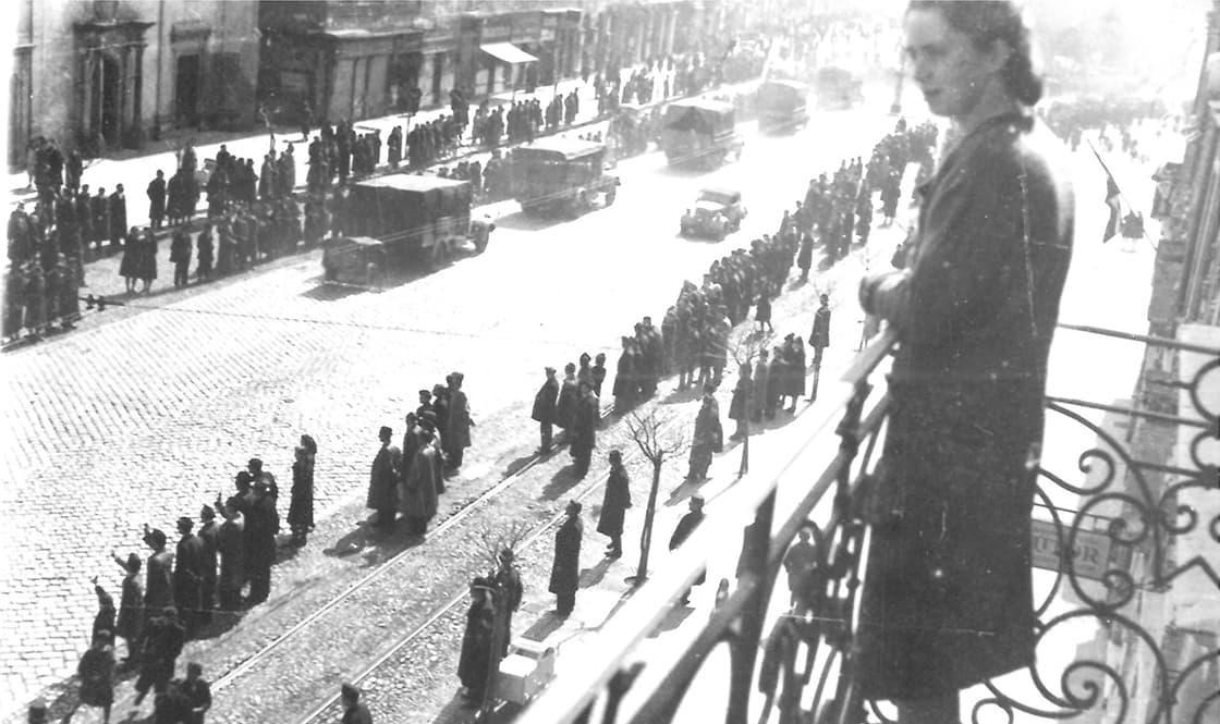 """""""Holokauszt fotó"""" - ami zsidók diszkriminációját ábrázolja és a történelmi Magyarországon készült 1938-1948 között, vagy ami magyarországi zsidók külföldi meghurcolását mutatja be ugyanebben az időszakban."""